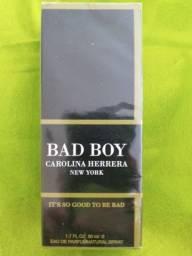 Título do anúncio: Perfume Importado bad boy carolina herrera 50ml