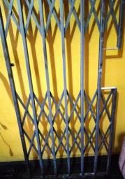 Grade de ferro para porta Usada