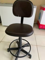 Vendo Cadeira Caixa Giratória