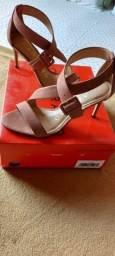 Vendo sandália 36