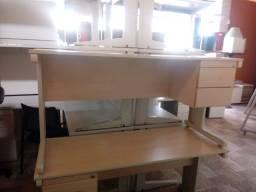Mesa reta com gavetas- Produto seminovo