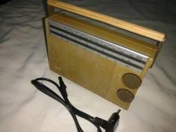 antigo Radio Philips modelo 231(- Década de 1970);pilha/ luz.)100% funcionamento..