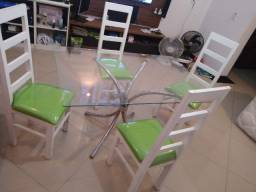Mesa ce vidro com lindas cadeiras