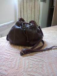 Bolsa de couro Anandra conservada.
