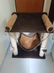 Casa para gato com arranhador