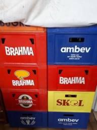 Caixas com vasilhames de cerveja 600ml semi novas