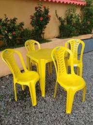 Jogo de Mesa e Cadeira de Plástico