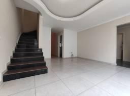 Alugo casa com 4 dormitórios em Balneário Camboriú