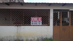 Vende-se uma casa de alvenaria