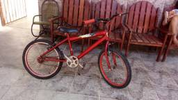 Bicicleta Vermelha estilo Bmx - Preço Negociável - Contato: *