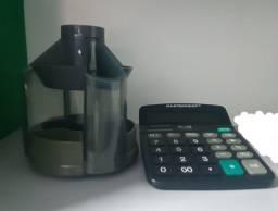 Calculadora e porta canetas