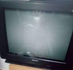 Televisões com problemas. Para que possa tira peças e serem aproveitadas.