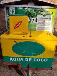 Carretinha com engenho motorizado e carrinho para venda de Coco verde