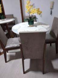 Vendo_ Mesa de Jantar Redonda c/ 4 Cadeiras Estofadas _ R$850,00