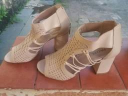 Sandália de couro, cor nude, num 36