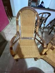 Venda 4 cadeiras/ poltronas e 1 mesinha de fibra valor negociavél