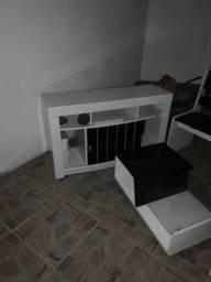 Conjunto com uma mesa,uma mesinha para televisão e um conjunto de cadeiras juntos
