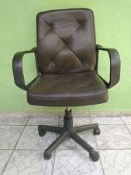 Poltrona cadeira giratória em couro