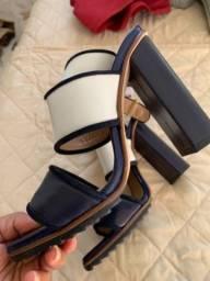 Sandália de couro Lacoste salto alto