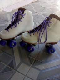 Vendo patins branco  profissional novo.valor 350.