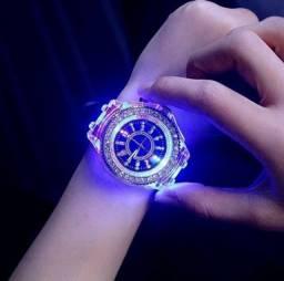 Lindo Relógio Feminino Leds mudam de Cor - EC-70