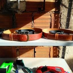 Cinto masculino e bracelete feito em couro artesanal  )