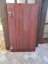 6 portas pequenas de madeira