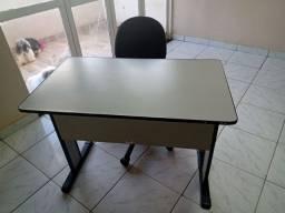 Mesa escritório com cadeira rodinha