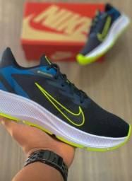 Sapatos esportivos e sociais