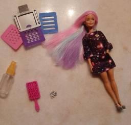 Barbie cabelos coloridos.