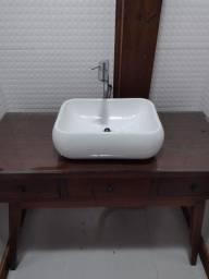 Móvel com cuba de banheiro