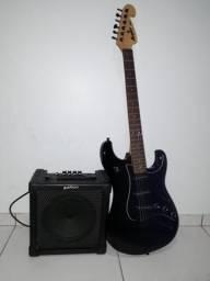 Guitarra Memplhis MG32, com Amplificador Giannini G8 junto com uma Case