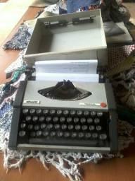 Máquina de datilografia oliveti