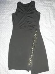 Vestido colado curto