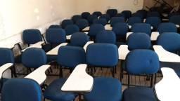 Cadeiras universitárias com encosto
