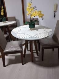 Vendo _ Mesa de Jantar Redonda c/ 4 Cadeiras Estofadas _ R$850,00