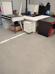 Vendo Mesas e armário