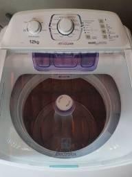 Máquina de lavar 12kg Electrolux semi nova.
