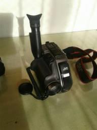 filmadora JVC precisa de refazer as baterias pra saber se realmente funciona.