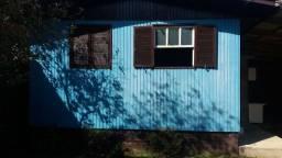 Alugo Casa de Madeira pequena