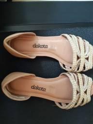 Vendo um par de sandálias semi nova