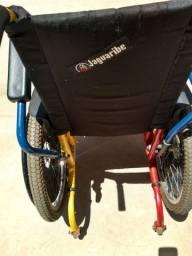 Vendo cadeira de rodas infantil.