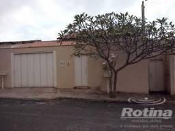 Casa à venda, 5 quartos, 1 suíte, 3 vagas, Santa Mônica - Uberlândia/MG
