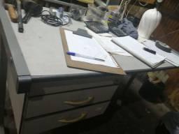 Escrivaninha 2 gavetas.