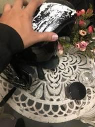 Capacete preto com óculos e flexível