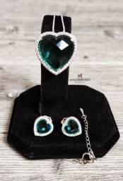 Olhem meninas! Conjunto Semijoia Esmeralda Artificial na cor verde ! Importado e novo!