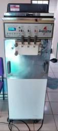Máquina de sorvete e milkshake