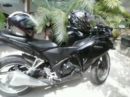 Vendo ou Troco Honda CBR 250R por BIZ