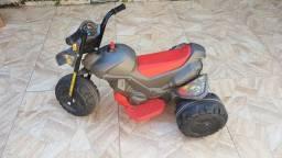 Triciclo infantil elétrico Bandeirante