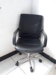 Vendo cadeira de couro super nova !!